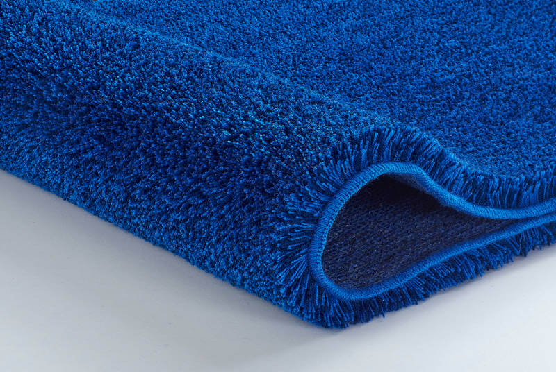 Niebieski dywanik łazienkowy